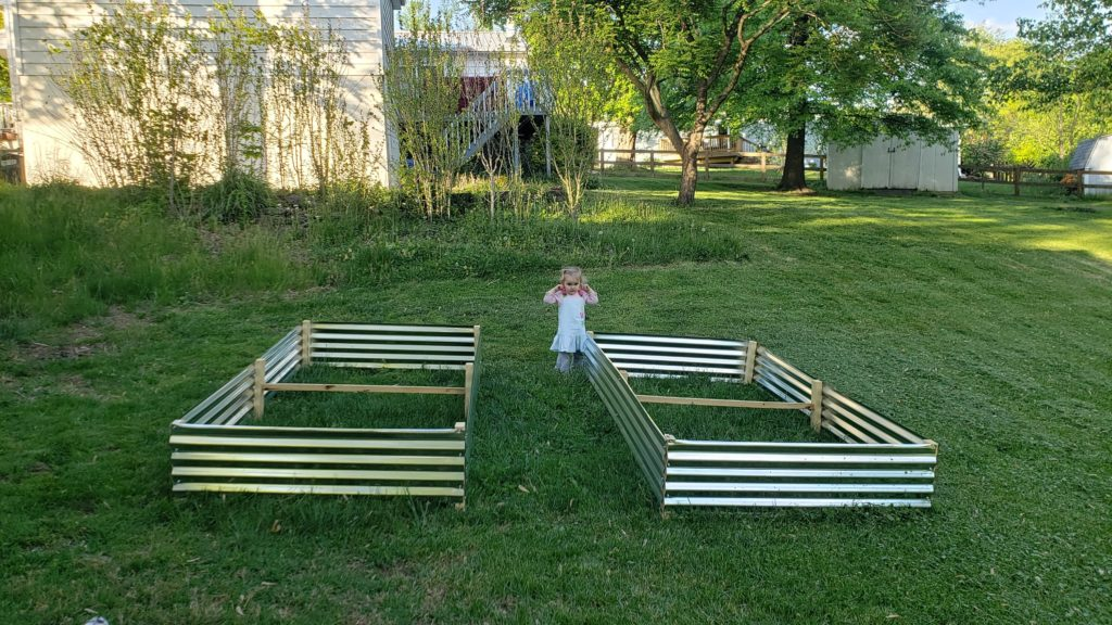 how to build a DIY raised bed cheaply in 2021